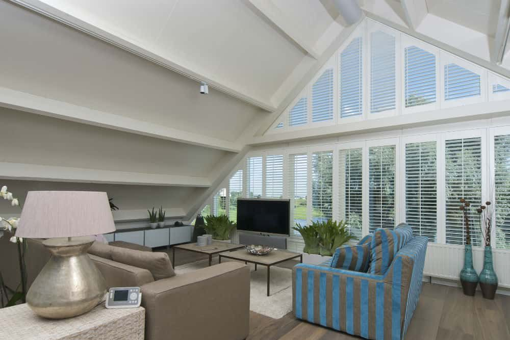 lounge-plantation-shutters